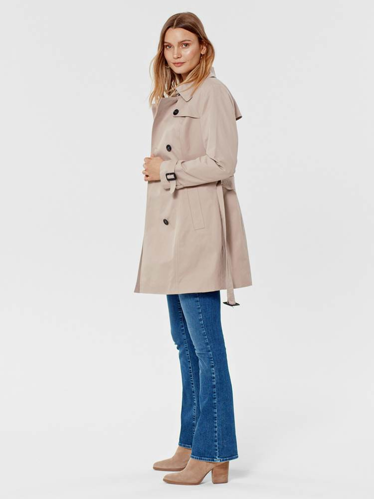 Mila Trench 7246098_AMG-MARIE PHILIPPE-S21-MODELL-LEFT_Mila Trench AMG.jpg_Left||Left