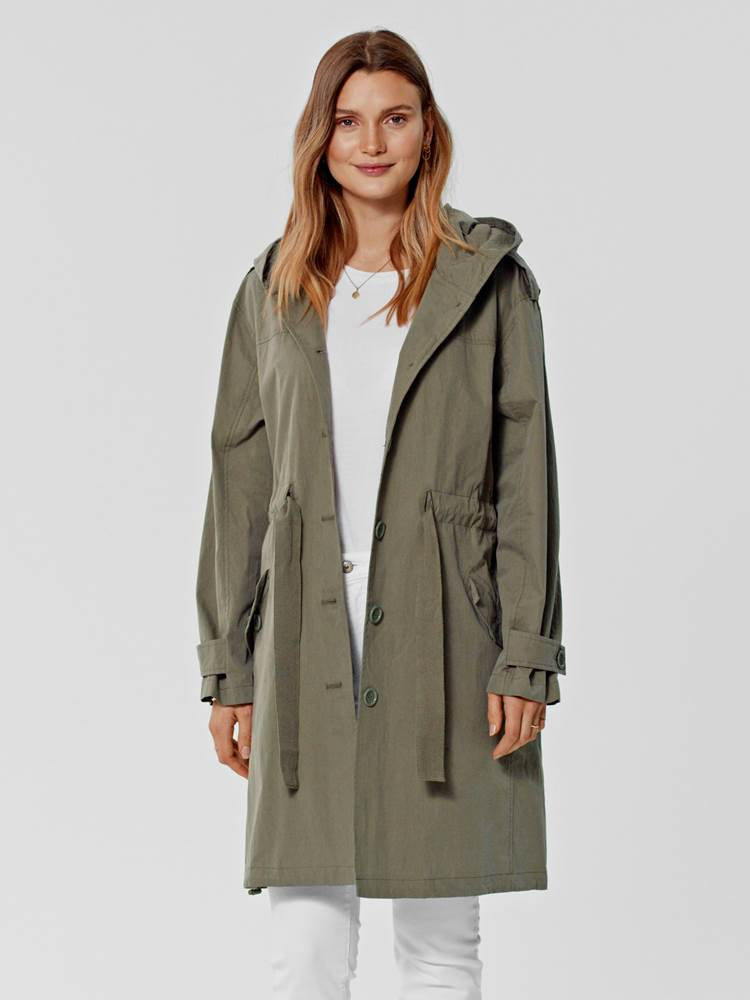 Marian Trench 7246160_GMM-S21-MARIE PHILIPPE-MODELL-FRONT_Marian Trench GMM.jpg_Front||Front
