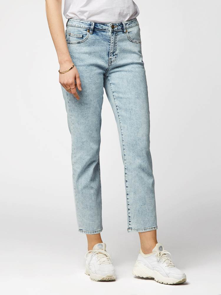 Demise Jeans 7241985_DAA-DONNA-S20-MODELL-FRONT_Demise Jeans DAA.jpg_Front  Front