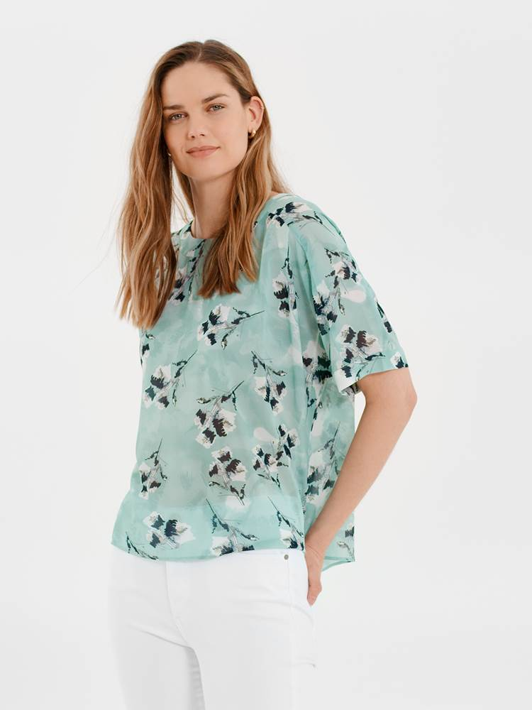 Iben Topp 7247112_GIS-MARIE PHILIPPE-H21-Modell-front_Iben Topp GIS.jpg_Front  Front