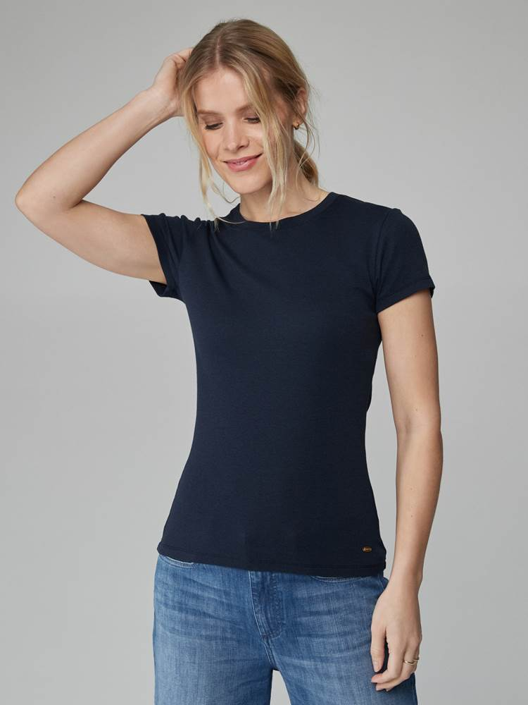 Sidney Top 7246561_EM6-JEANPAULFEMME-H21-Modell-front_49247_Sidney Top EM6.jpg_Front  Front
