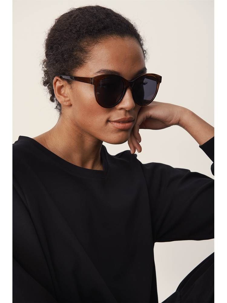 Shirley solbrille 7247032_ABW-PART TWO-S21-modell-front.jpg_Front||Front