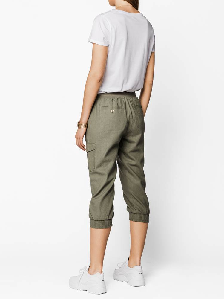 Mary Cargo Capri 7238134_AFP-VA VITE-H19-left_Mary Cargo Capri AFP.jpg_Left||Left