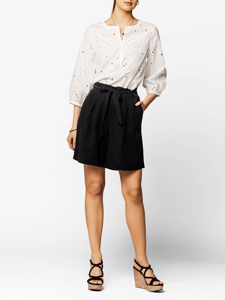 Fiora Shorts 7243332_CAB-DONNA-H20-FRONT-MODELL_Fiora Shorts CAB.jpg_Front||Front