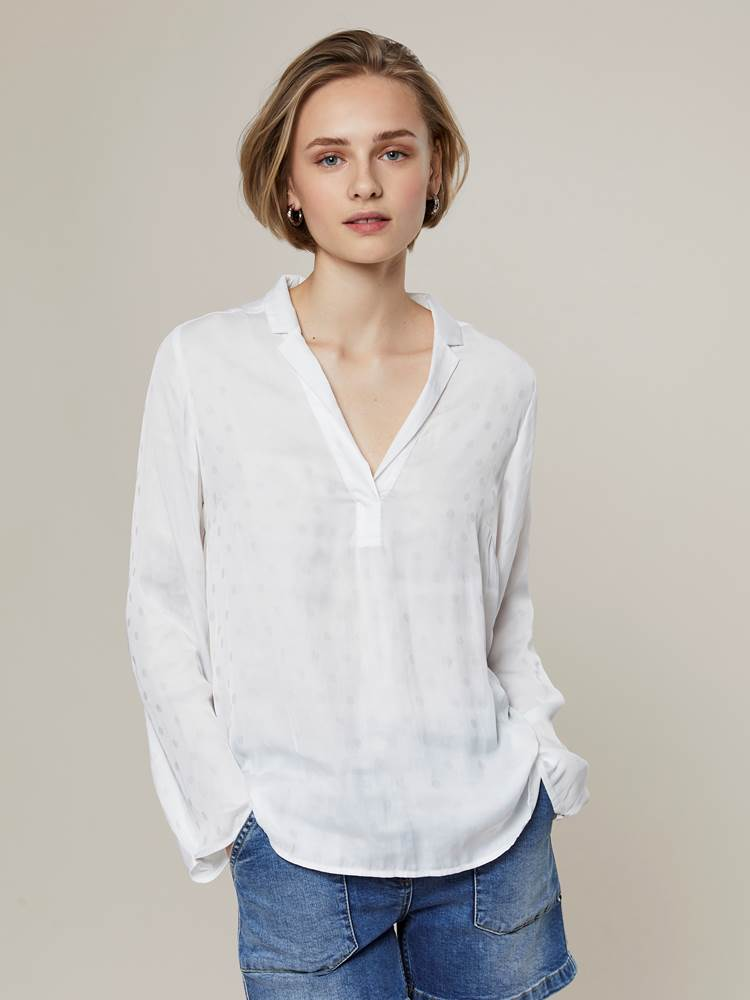 Henriette Bluse 7242944_O79-JEANPAULFEMME-H20-Modell-front_62507_Henriette Bluse O79.jpg_Front||Front