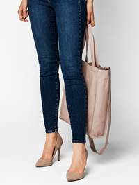 Donna Skinn Tote 7242269_MGR-DONNA-S20-Modell-front_Donna Skinn Tote MGR.jpg_Front  Front