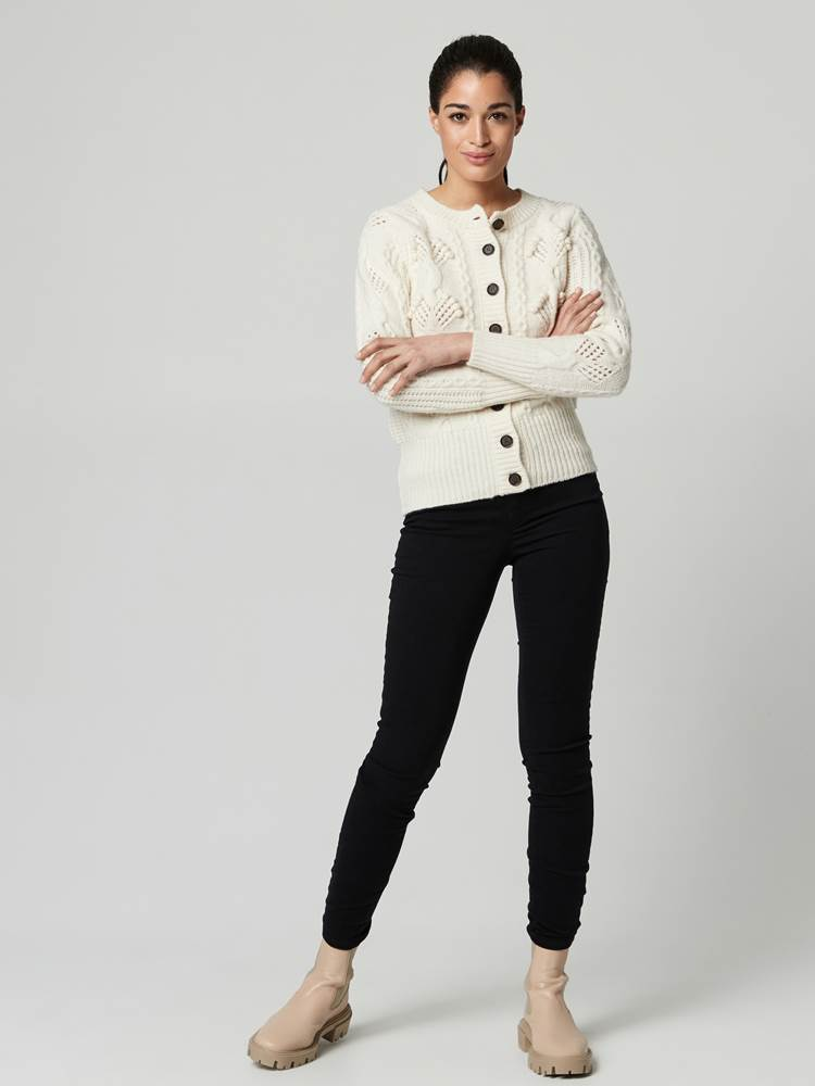 Cindy Cardigan 7247412_O79-JEANPAULFEMME-A21-Modell-front_89913_Cindy Cardigan O79.jpg_Front||Front
