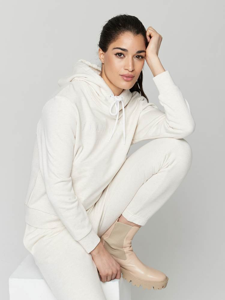 Royanna Hoodie 7247789_I2M-JEANPAULFEMME-A21-Modell-front_17537_Royanna Hoodie I2M.jpg_Front||Front