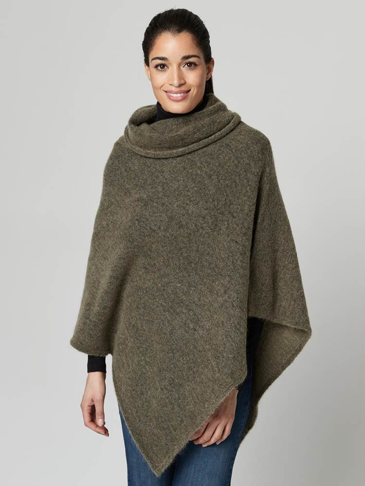 Lotty Poncho 7247430_AEI-JEANPAULFEMME-A21-Modell-front_32816_Lotty Poncho AEI.jpg_Front||Front
