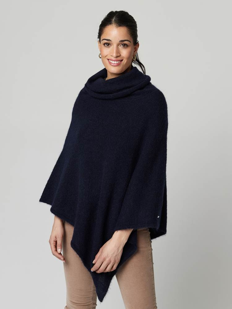 Lotty Poncho 7247430_EM6-JEANPAULFEMME-A21-Modell-front_57675_Lotty Poncho EM6.jpg_Front||Front