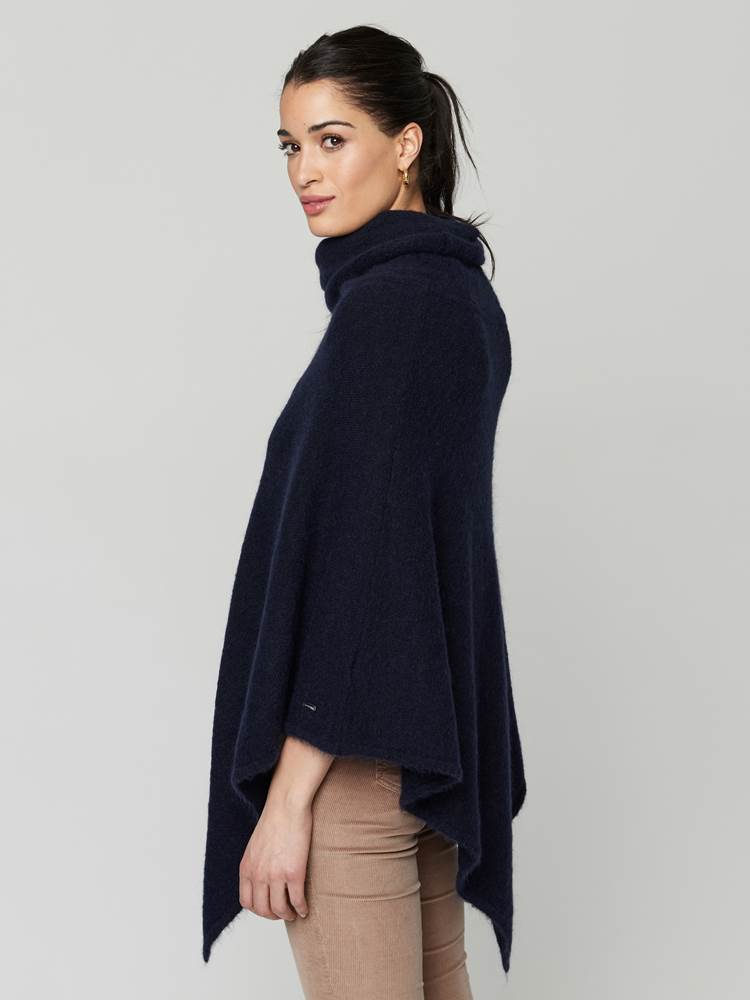 Lotty Poncho 7247430_EM6-JEANPAULFEMME-A21-Modell-front_83408_Lotty Poncho EM6.jpg_Front||Front