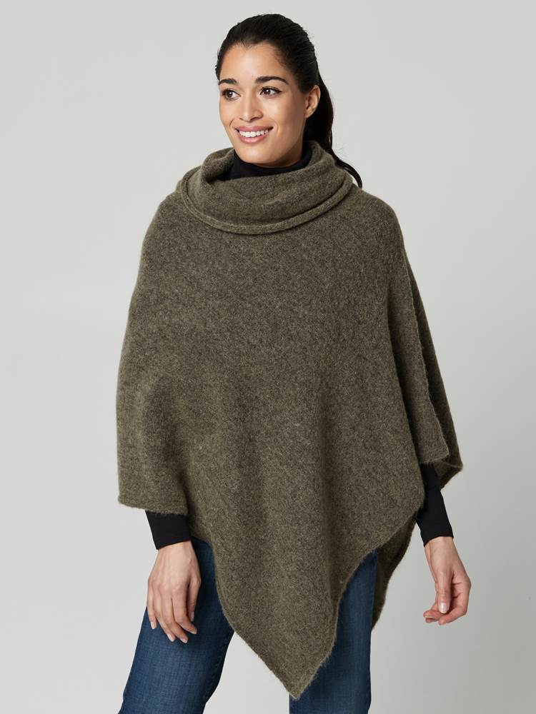 Lotty Poncho 7247430_AEI-JEANPAULFEMME-A21-Modell-front_97983_Lotty Poncho AEI.jpg_Front||Front