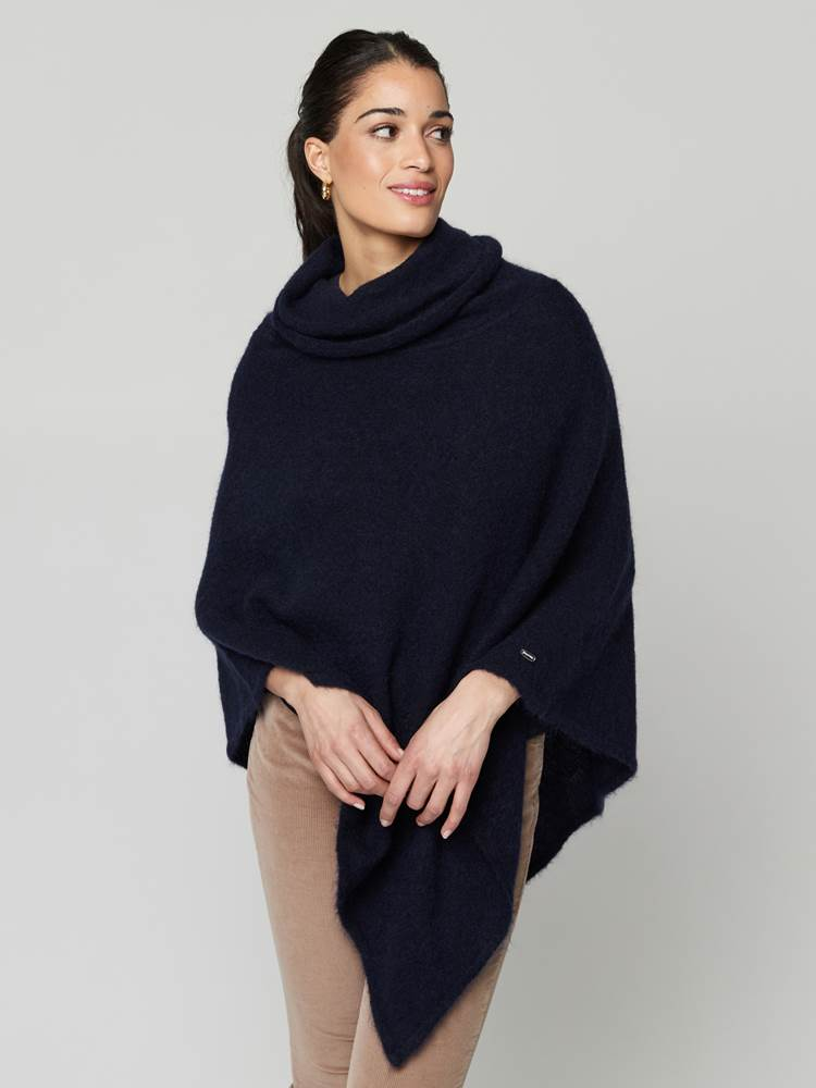 Lotty Poncho 7247430_EM6-JEANPAULFEMME-A21-Modell-front_62230_Lotty Poncho EM6.jpg_Front||Front