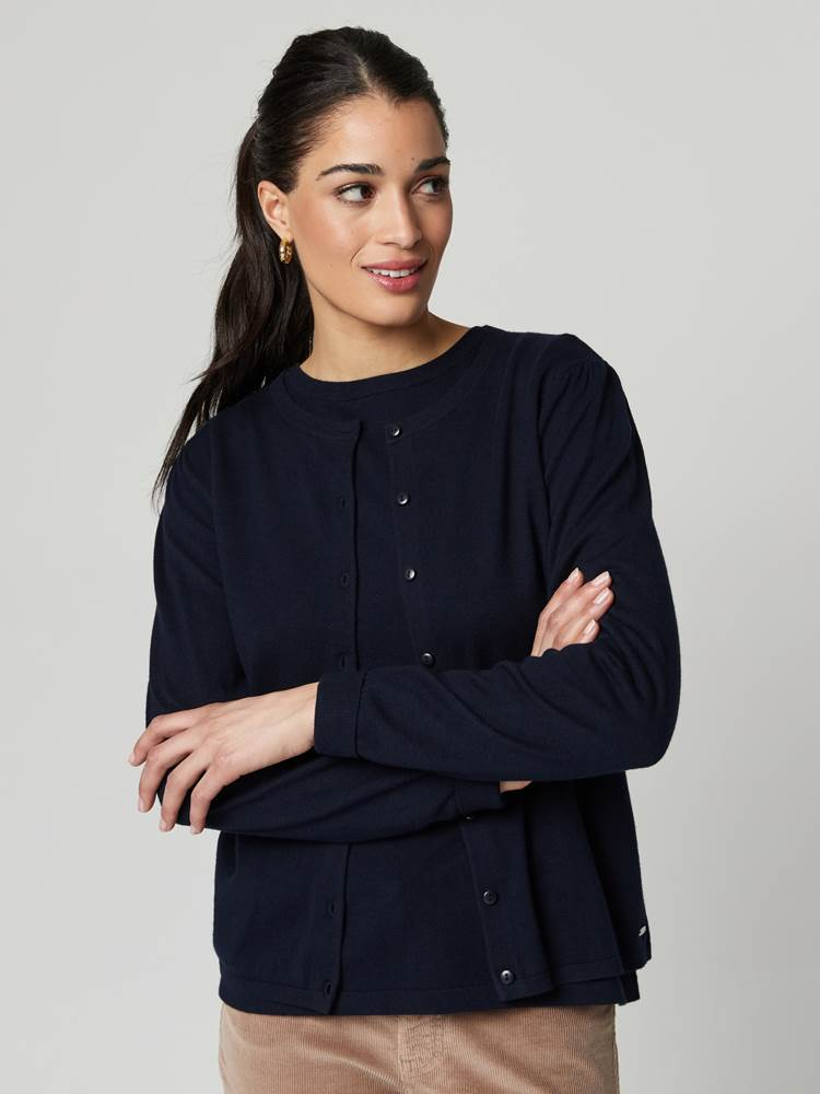 Agnes Cardigan 7247374_EM6-JEANPAULFEMME-A21-Modell-front_97392_Agnes Cardigan EM6.jpg_Front||Front
