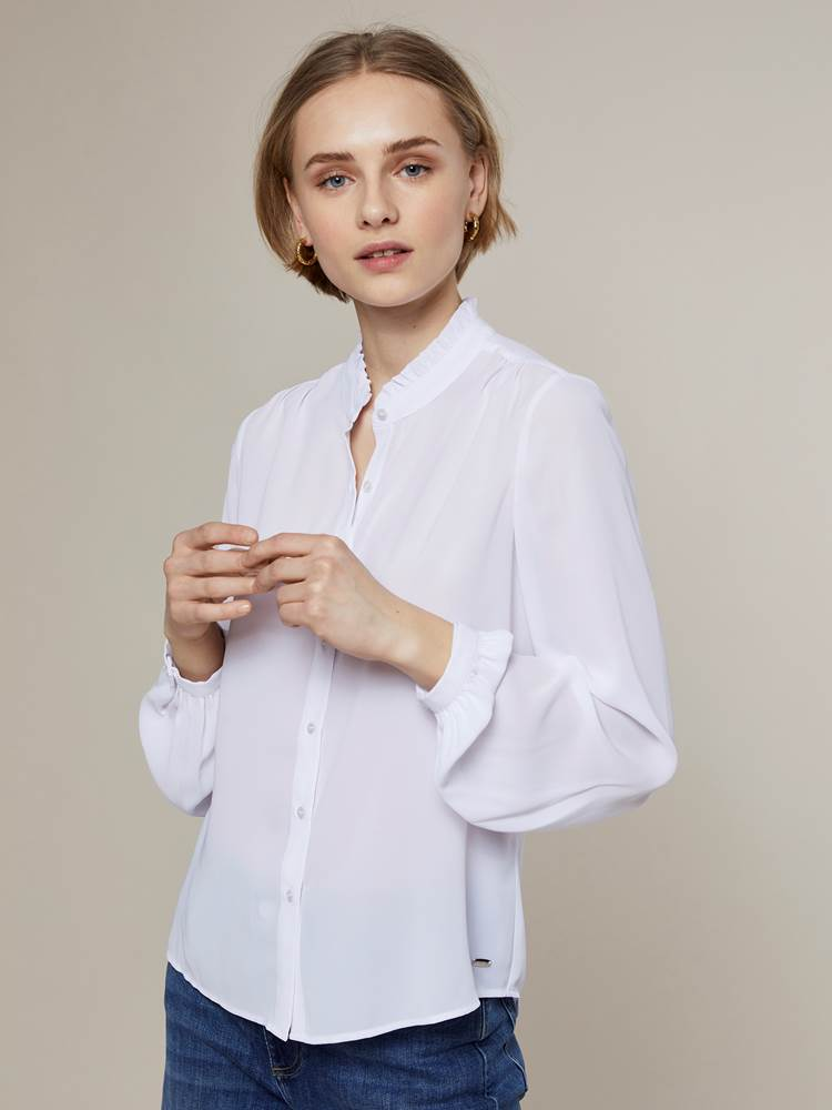 Rivage Bluse 7243972_O79-JEANPAULFEMME-A20-Modell-front_69009_Rivage Bluse O79.jpg_Front||Front