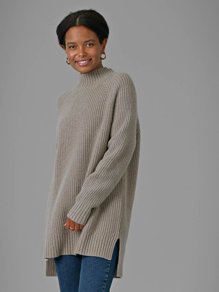 Justine Genser 7247870_APY-DONNA-A21-Modell-Front_chn=match_7751_Justine Genser APY.jpg_Front||Front
