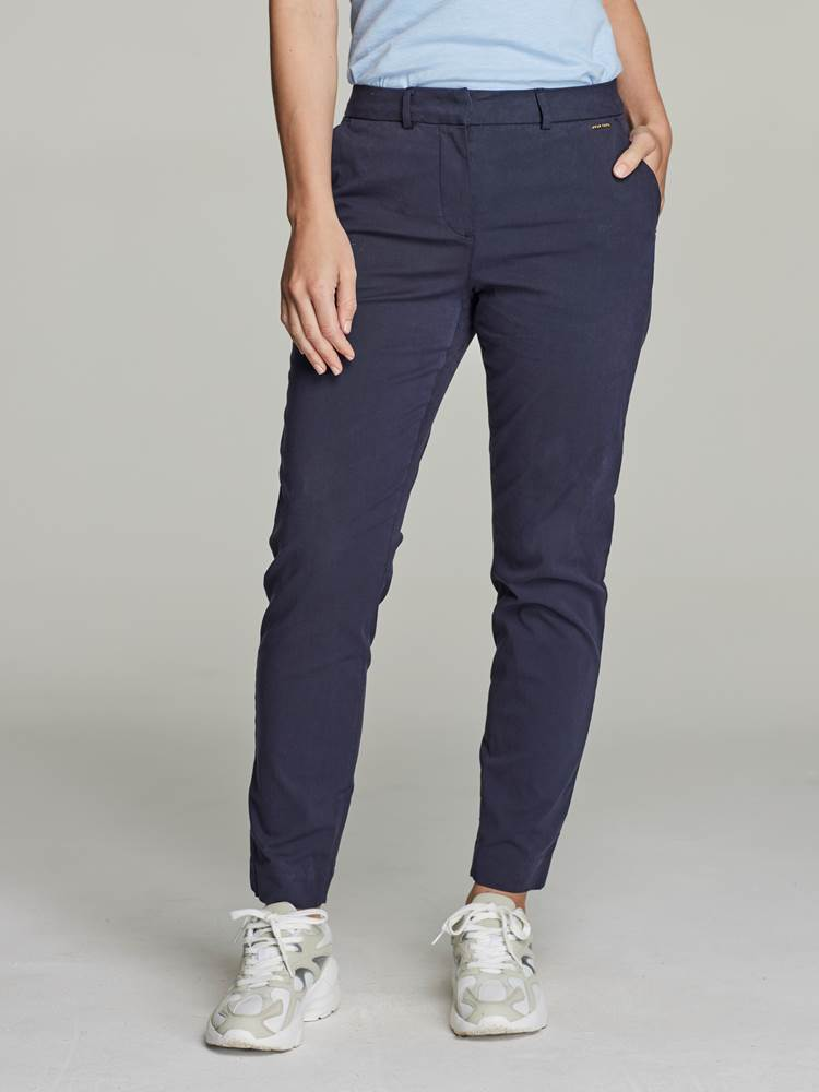 Caroline Chino 7246334_EM6-JEANPAULFEMME-S21-Modell-front_37937.jpg_Front  Front