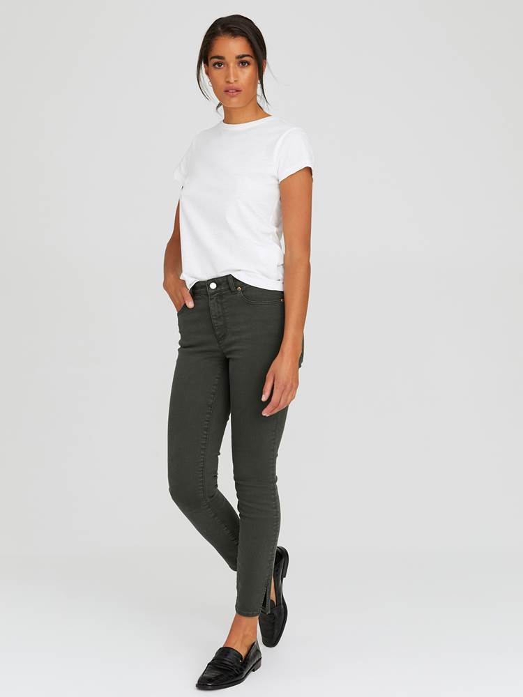 Sabine Cropped Color Jeans 7244251_GOY-JEANPAULFEMME-A20-Modell-front_34334_Sabine Cropped Color Jeans GOY_Sabine Cropped Color Jeans GOY 7244251 7244251 7244251 7244251.jpg_Front  Front